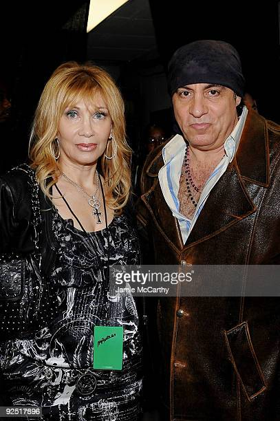 *EXCLUSIVE* Maureen Van Zandt and musician Steven Van Zandt attend the 25th Anniversary Rock Roll Hall of Fame Concert at Madison Square Garden on...