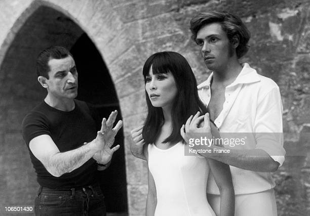 Maurice Bejart Giving Instructions To His Two Solo Dancers Jorge Donn And The Japanese Hitomi Asakawa While Rehearsing The Ballet Romeo And Juliet At...