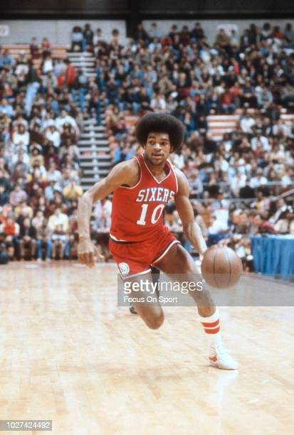 Maurice Cheeks of the Philadelphia 76ers drives to the basket against the New  Jersey Nets during 61fd5e2e2