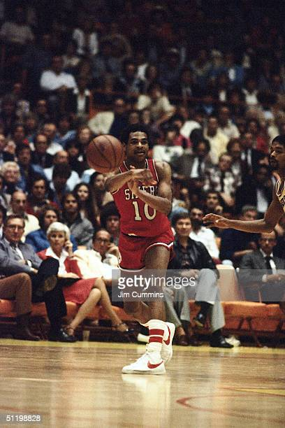 Maurice Cheeks of the Philadelphia 76ers passes the ball to a teammate during an NBA game in 1980 NOTE TO USER User expressly acknowledges and agrees...