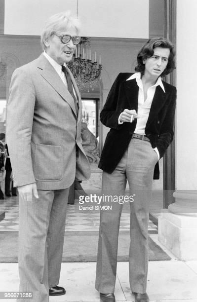 Maurice Clavel et Bernard HenriLevy après un entretien avec le président Gicard d'Estaing à l'Elysée le 7 septembre 1978 Paris France