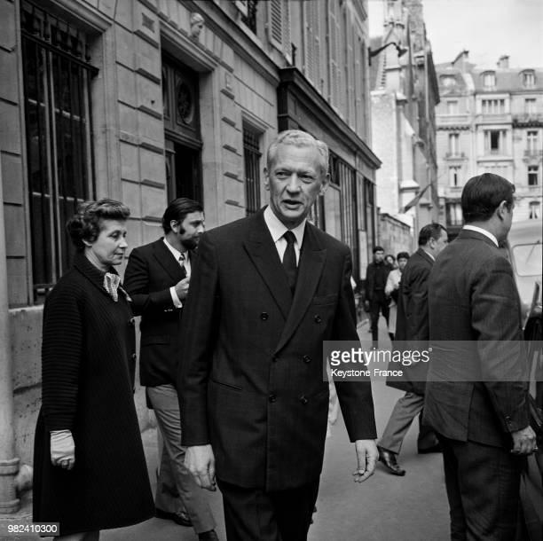 Maurice Couve de Murville et son épouse Jacqueline ont voté lors du référendum sur la régionalisation et la réforme du sénat en France le 27 avril...