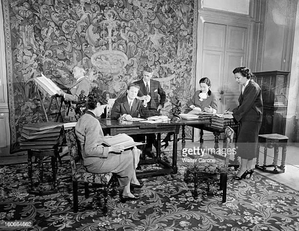 Maurice Druon And L'atelier 14 juillet 1956 Lors d'un atelier rassemblement à une table de Pierre de LACRETELLE Christiane GREMILLON Maurice DRUON...