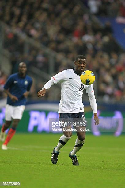 Maurice Edu of USA runs with the ball during the International Friendly match between France and USA at Stade de France on November 11, 2011 in...