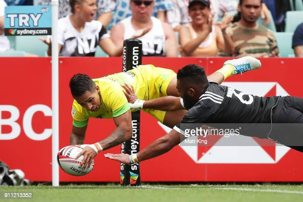 Maurice Longbottom of Australia beats Vilimoni Kordi of New Zealand to score in the corner in the quarter final match during day three of the 2018...