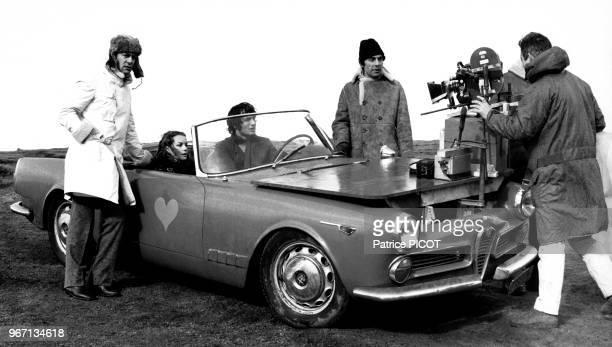 Maurice Ronet Romy Schneider et Gabriele Tinti sur le tournage du film 'Qui' réalisé par Léonard Keigel le 19 février 1970 en France