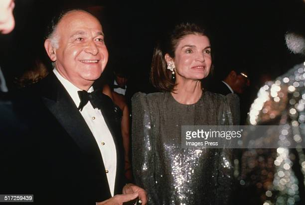 Maurice Tempelsman and Jacqueline Kennedy Onassis attends a gala at the New York Public Library on November 21 1986 in New York City