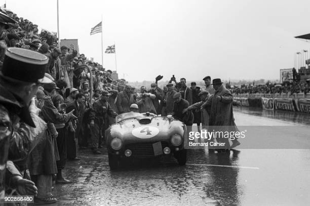 Maurice Trintignant Ferrari 375 Plus 24 Hours of Le Mans Le Mans 13 June 1954 Pit stop for Maurice Trintignant and teammate Froilan Gonzalez on their...