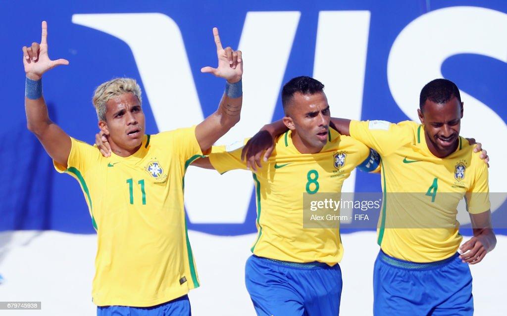 Italy v Brazil - FIFA Beach Soccer World Cup Bahamas 2017 : ニュース写真