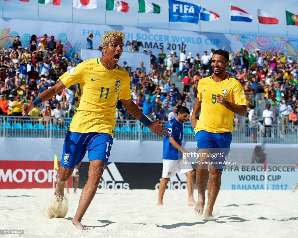 Italy v Brazil - Semi Final - FIFA Beach Soccer World Cup Bahamas 2017 : News Photo