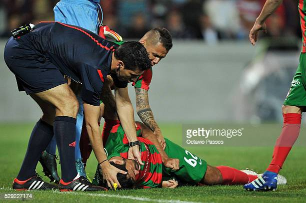 Mauricio Antonio of CS Maritimo as seriously wounded and it is helped by Fabio Verissimo the referee of the match against CS Maritimo and SL Benfica...