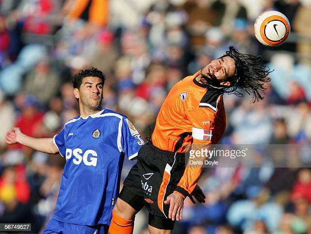 Mauricio Astudillo of Alaves goes for a high ball against Riki of Getafe during the Primera Liga match between Getafe and Alaves at the Coliseum...