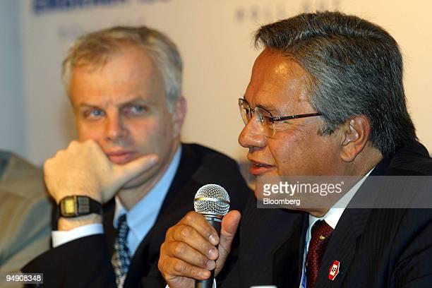 Mauricio Botelho right CEO of Empresa Brasileira de Aeronautica SA is joined by Jetblue Airways Corp Chairman and CEO David Neeleman at a news...