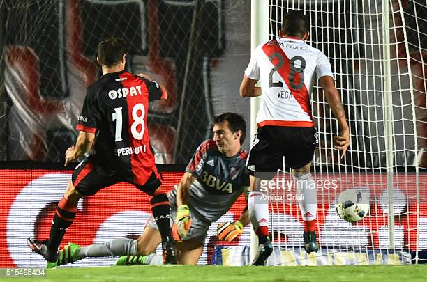 Mauricio Ezequiel Espertudi of Colon shoots to score the second goal of his team during a match between Colon and River Plate as part of Torneo de...