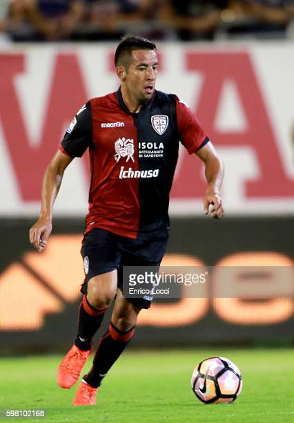 Mauricio Isla of Cagliari in action during the Serie A match between Cagliari Calcio and AS Roma at Stadio Sant'Elia on August 28 2016 in Cagliari...