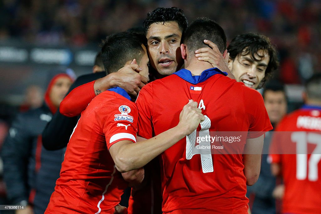 Chile v Uruguay: Quarter Final - 2015 Copa America Chile : News Photo