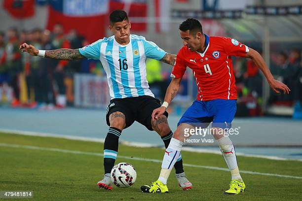 Mauricio Isla of Chile fights for the ball with Marcos Rojo of Argentina during the 2015 Copa America Chile Final match between Chile and Argentina...