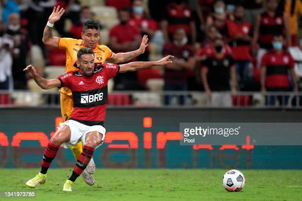 Mauricio Isla of Flamengo fights for the ball with Mario Pineida of Barcelona SC during a semi final first leg match between Flamengo and Barcelona...