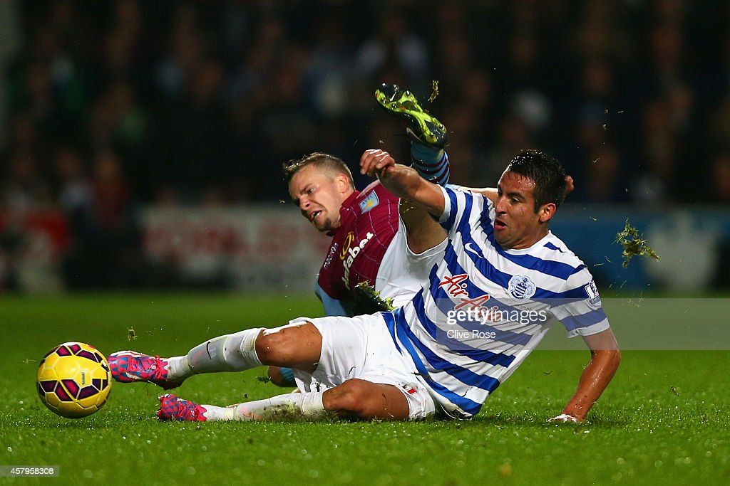 Queens Park Rangers v Aston Villa - Premier League : News Photo