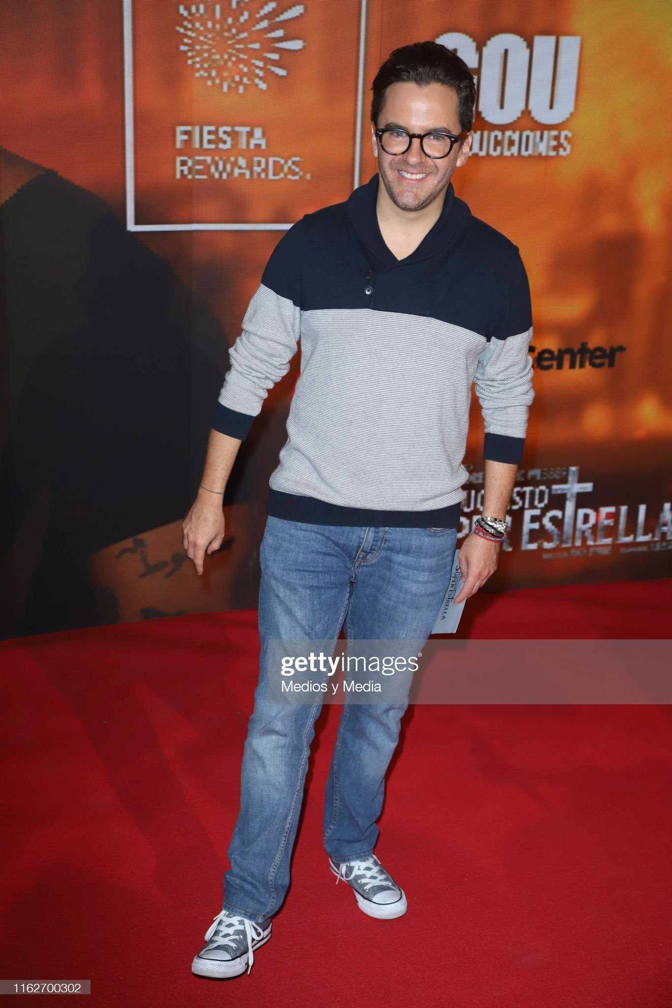 ¿Cuánto mide Mauricio Mancera? - Altura - Real height Mauricio-mancera-poses-for-photos-on-the-red-carpet-for-the-at-1-picture-id1162700302?s=2048x2048