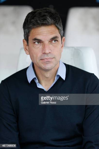Mauricio Pellegrino coach of Estudiantes looks on during a match between Estudiantes and Banfield as part of sixth round of Torneo Primera Division...
