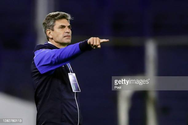 Mauricio Pellegrino head coach of Velez Sarsfield gives instructions to his players during a second round match of Copa CONMEBOL Sudamericana 2020...