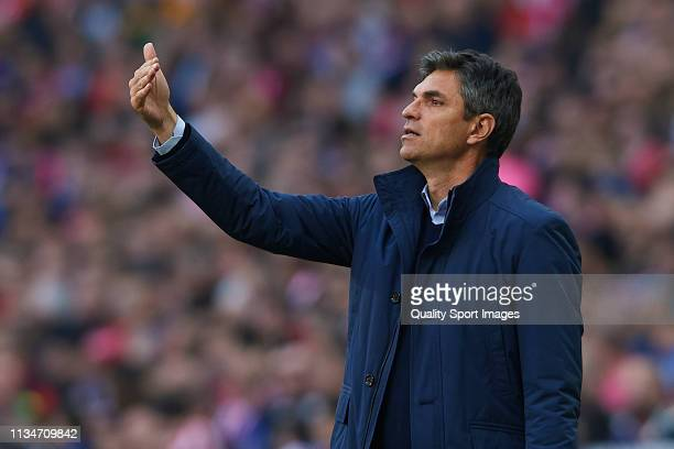 Mauricio Pellegrino Manager of CD Leganes gives instructions during the La Liga match between Club Atletico de Madrid and CD Leganes at Wanda...