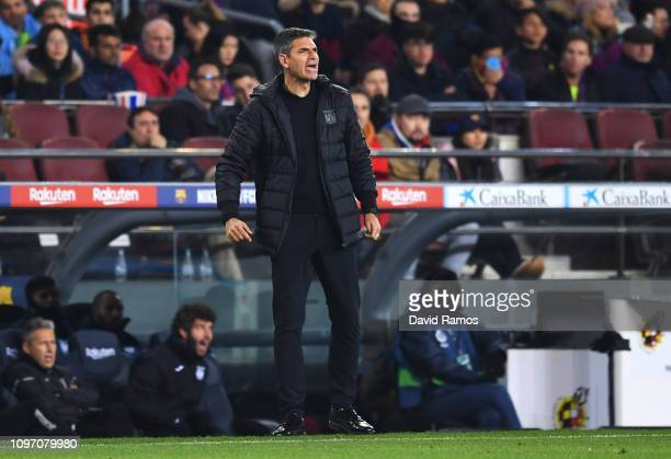 Mauricio Pellegrino manager of Leganes gives his team instructions during the La Liga match between FC Barcelona and CD Leganes at Camp Nou on...