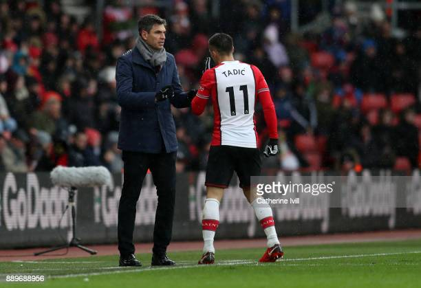 Mauricio Pellegrino manager of Southampton talks to Dusan Tadic of Southampton during the Premier League match between Southampton and Arsenal at St...