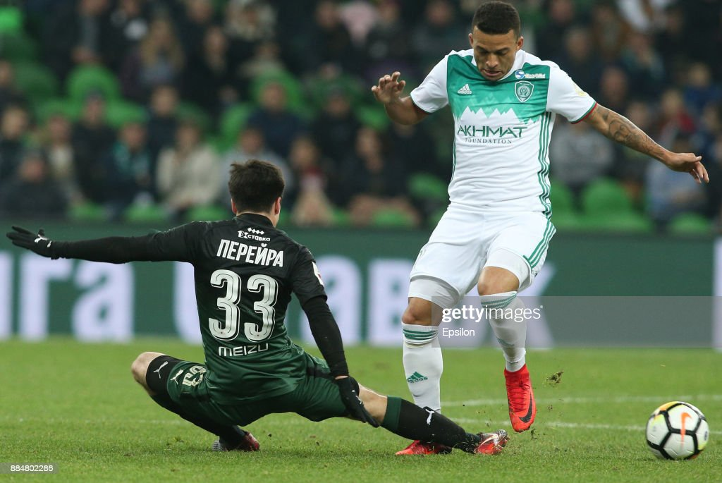 Mauricio Pereyra (L) of FC Krasnodar vies for the ball with Ismael of FC Akhmat Grozny during the Russian Premier League match between FC Krasnodar and FC Akhmat Grozny at Krasnodar Stadium on December 03, 2017 in Krasnodar, Russia.