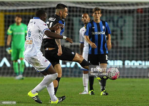 Mauricio Pinilla of Atalanta BC competes for the ball with Modibo Diakite of Frosinone Calcio during the Serie A match between Atalanta BC and...