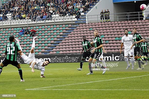Mauricio Pinilla of Atalanta BC scores the opening goal during the Serie A match between US Sassuolo Calcio and Atalanta BC at Mapei Stadium Città...