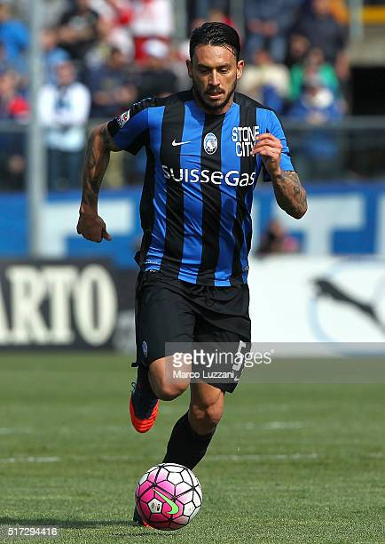 Mauricio Pinilla of Bologna FC in action during the Serie A match between Atalanta BC and Bologna FC at Stadio Atleti Azzurri d'Italia on March 20...