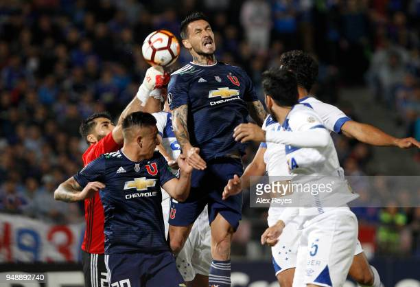 Mauricio Pinilla of U de Chile fights for the ball with Alejandro Cabral of Cruzeiro during a match between U of Chile and Cruzeiro as part of Copa...
