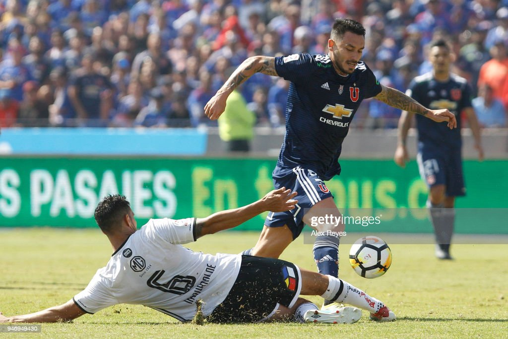 Mauricio Pinilla of U de Chile fights for the ball with Juan Manuel Insaurralde of Colo Colo during a match between U de Chile and Colo Colo as part of Torneo Scotiabank 2018 at Estadio Nacional de Chile on April 15, 2018 in Santiago, Chile.
