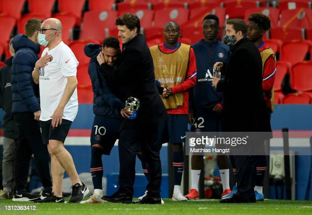 Mauricio Pochettino, Manager of Paris Saint-Germain celebrates with Neymar of Paris Saint-Germain at full-time after the UEFA Champions League...