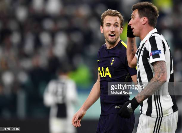 Mauricio Pochettino Manager of Tottenham Hotspur argues with Mario Mandzukic of Juventus during the UEFA Champions League Round of 16 First Leg match...