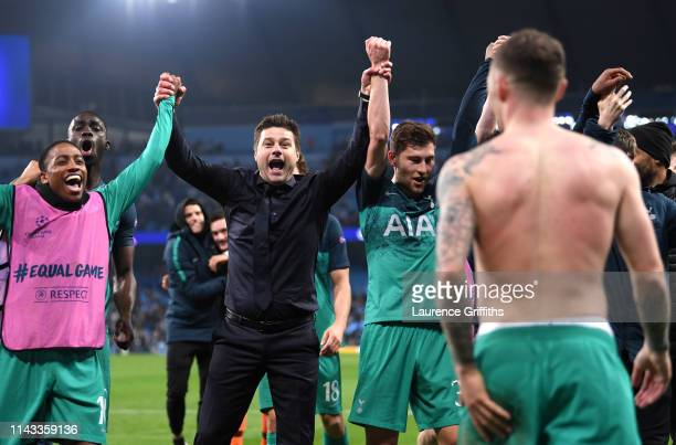 Mauricio Pochettino Manager of Tottenham Hotspur celebrates with Kieran Trippier of Tottenham Hotspur and the team after the UEFA Champions League...