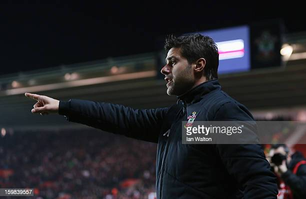 Mauricio Pochettino new manager of Southampton gives instructions prior to the Barclays Premier League match between Southampton and Everton at St...