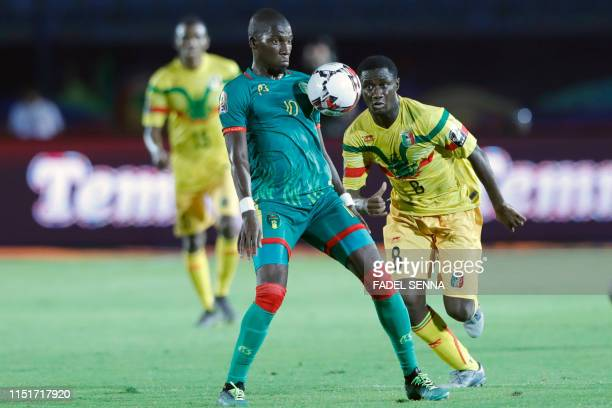 Mauritania's forward Adama Ba controls the ball as he is marked by Mali's midfielder Diadie Samassekou during the 2019 Africa Cup of Nations football...