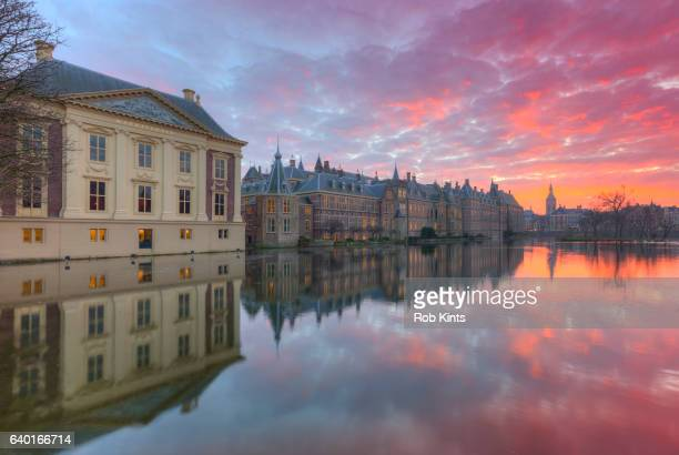 mauritshuis and binnenhof at sunset - the hague stock pictures, royalty-free photos & images