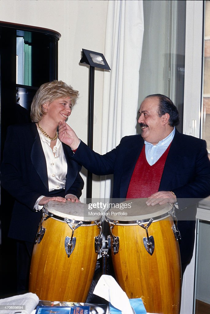Maurizio Costanzo and Maria De Filippi with two drums : News Photo