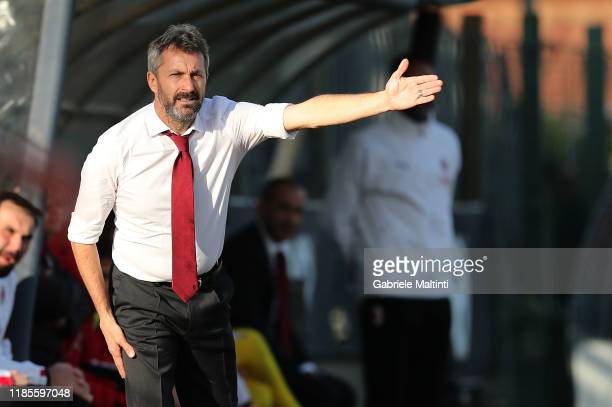 Maurizio Ganz manager of AC Milan shouts instructions to his players during the Women Serie A match between Florentia and AC Milan on November 30...