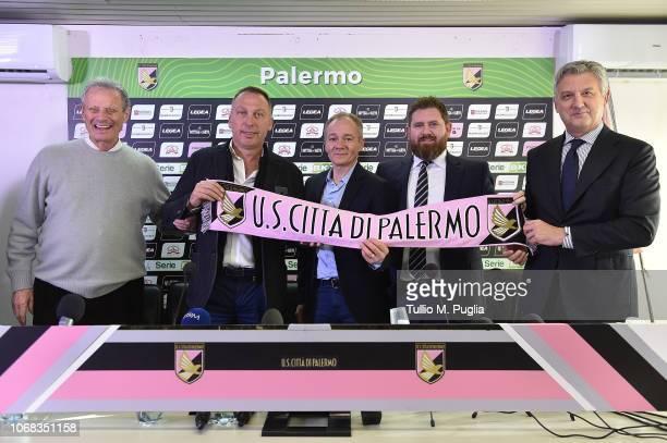 Maurizio Zamparini, David Platt, Clive Richardson, Sheehan James and Maurizio Belli pose during a press conference at Stadio Renzo Barbera on...