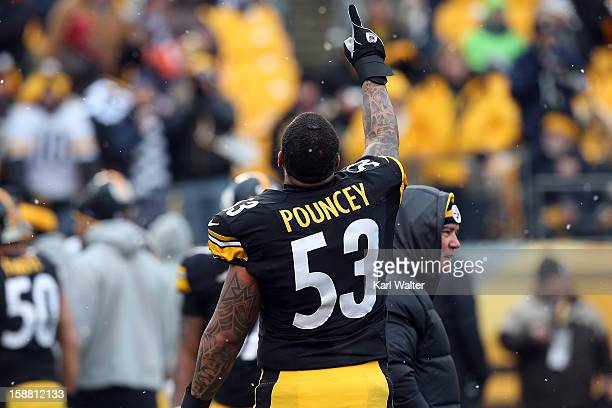 Maurkice Pouncey of the Pittsburgh Steelers warms up before his game against the Cleveland Browns at Heinz Field on December 30, 2012 in Pittsburgh,...