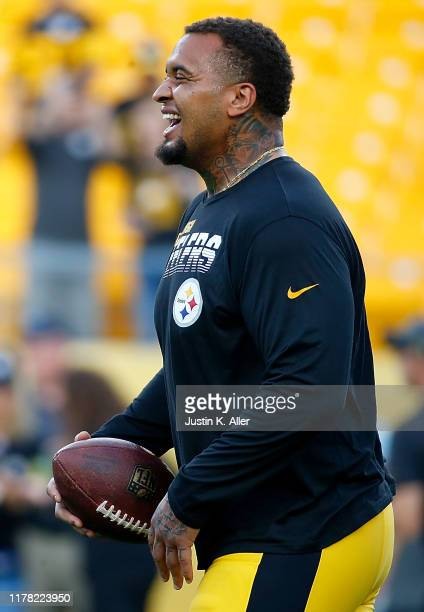 Maurkice Pouncey of the Pittsburgh Steelers warms up before the game against the Cincinnati Bengals at Heinz Field on September 30, 2019 in...