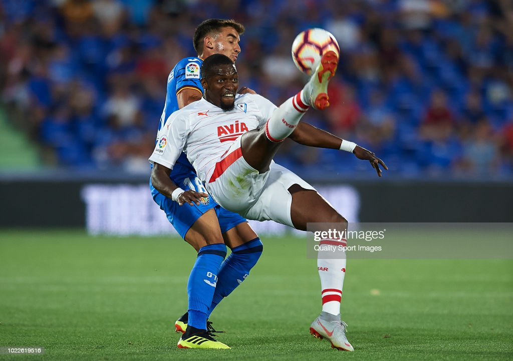 Mauro Arambarri (L) of Getafe CF competes for the ball with Pape Diop of SD Eibar during the La Liga match between Getafe CF and SD Eibar at Coliseum Alfonso Perez on August 24, 2018 in Getafe, Spain.