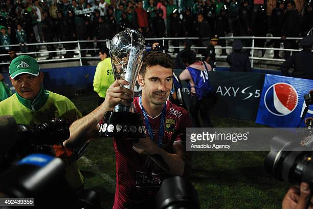 Mauro Boselli of Leon celebrates with the trophy after the Liga BBVA Bancomer MX final match between Pachuca and Leon at Hidalgo Stadium on May 18...