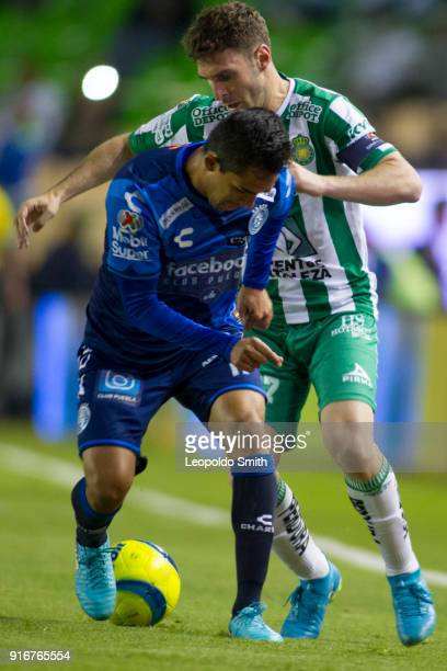 Mauro Boselli of Leon figths the ball with Alonso Zamora of Puebla during the 6th round match between Leon and Puebla as part of the Torneo Clausura...