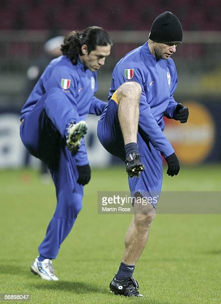 Mauro Camoranesi and Gianluca Pessotto of Juventus warm up during the training session of Juventus on February 21 2006 in Bremen Germany The UEFA...